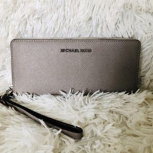 MICHAEL KORS Wristlet Wallet Pearl Gray EUC
